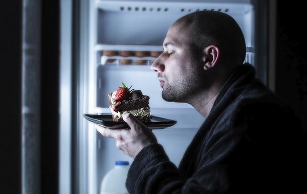 Бывает ли полезный ночной перекус для похудения?