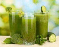 Зеленые коктейли хорошо насыщают и одновременно обогащают организм витаминами