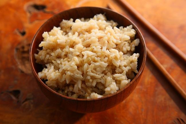 Почему бурый рис предпочтительнее белого для похудения особенности его приготовления и употребления