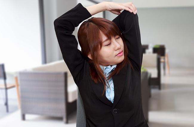 Упражнения при сидячей работе на компьютере для женщин