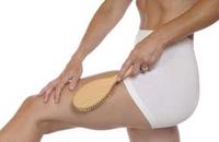 Как делать массаж сухой щеткой от целлюлита?