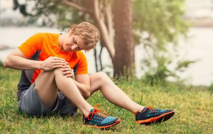 Чем себе помочь, если болят колени после спорта?