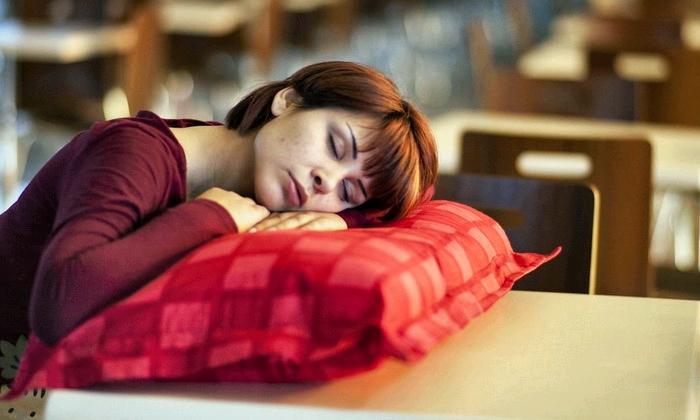 Почему после еды всегда хочется спать, и нормально ли это