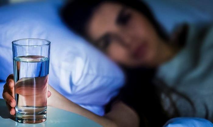 Как и когда пить воду на ночь для похудения, чтобы не навредить